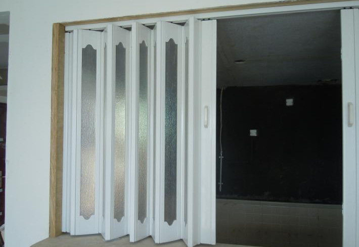 Interior PVC Folding Door , Plastic Accordion Sliding Door 0.1-0.3 m / s Opening Speed